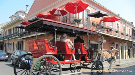 new_orleans_french_quarter_caleche_rouge_chevaux_470x260