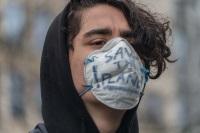 jeune_manifestant_masque_protection_pollution_bxl